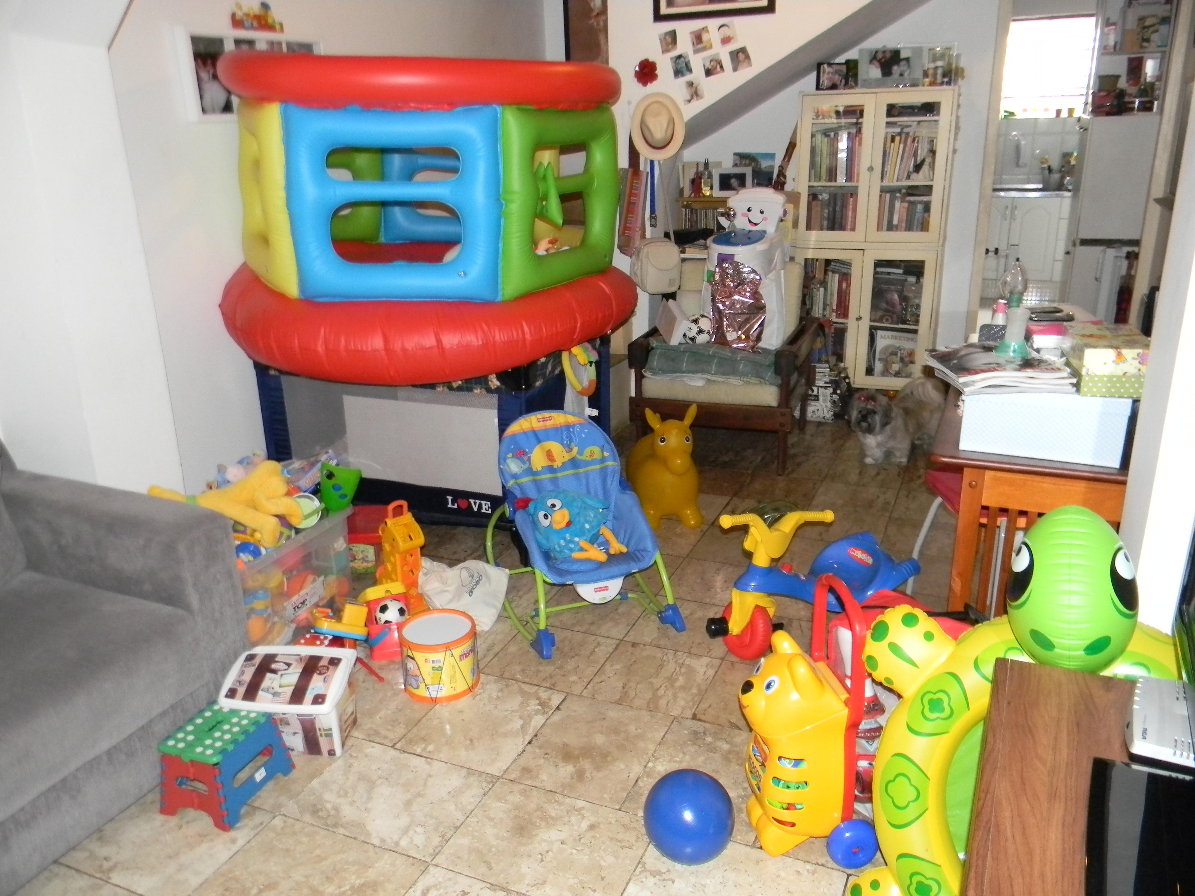 Minha sala na verdade a minha casa atravancada for Sala de estar infantil
